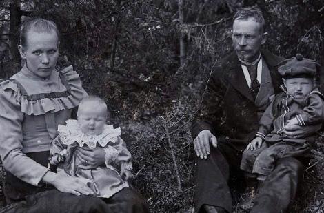 Perhekuva Virolahdella 1903
